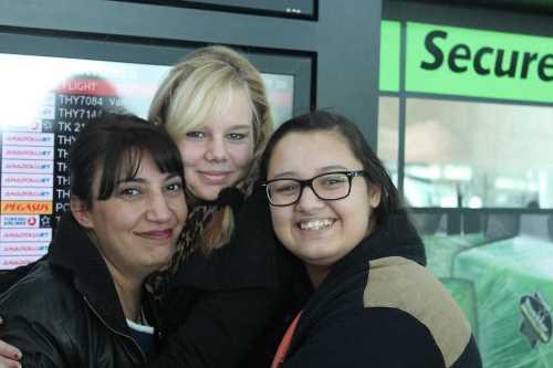 Stefanie (10c) mit ihrer Gastmutter und Gastschwester Ezgi in Ankara
